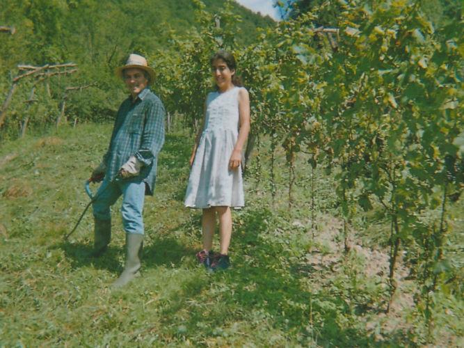Lorenzo Zanon con la figlia noa vigneto Montesanto